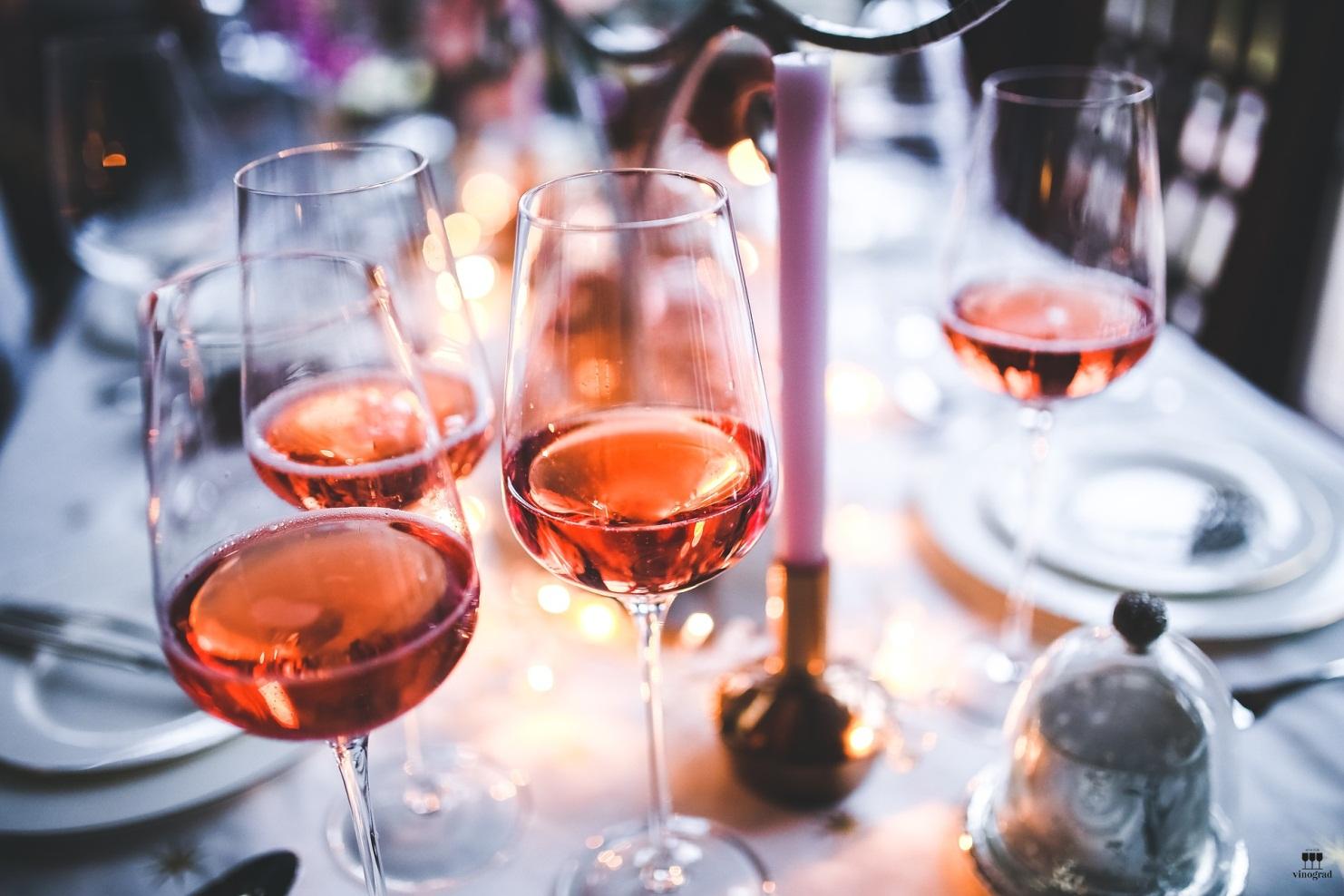 Розовое вино