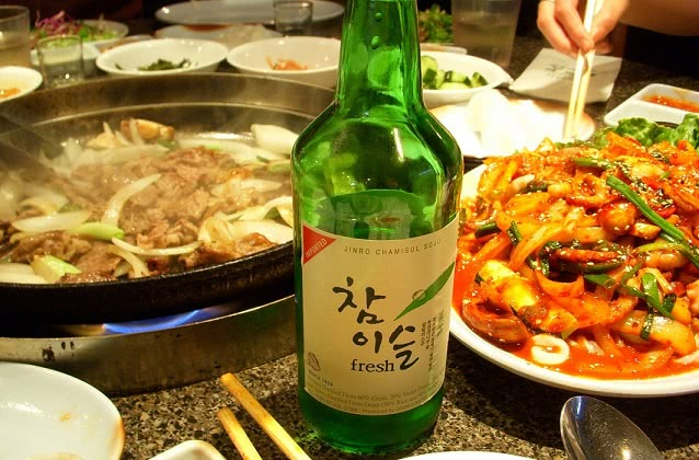 Соджу — корейская водка, национальный напиток Кореи