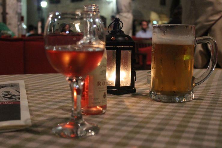 Вино для биргиков: как выбрать вино, опираясь на любимый стиль пива