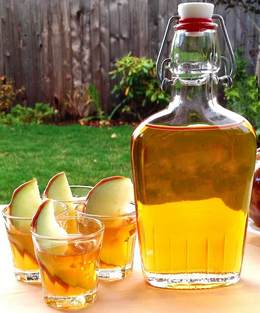 Водка на печеных яблоках.
