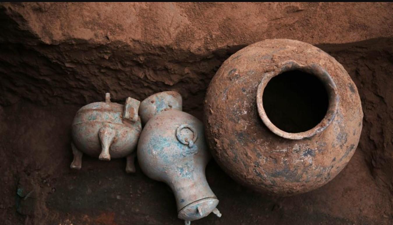 2000-летний ликер раскопан из древней гробницы