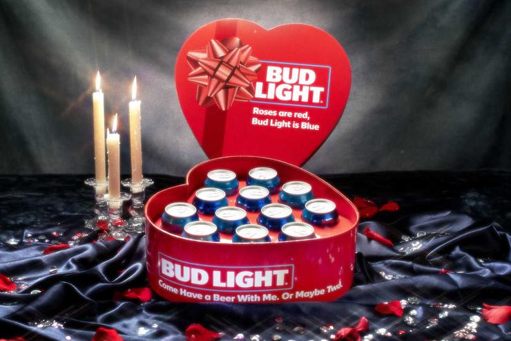 Bud Light выпустил романтичную упаковку ко Дню святого Валентина