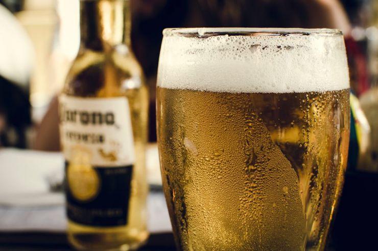 Google: пользователи интернета ищут связь пива Corona и коронавируса