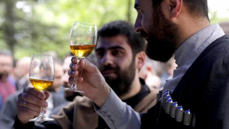 Зачем грузины закапывают вино?