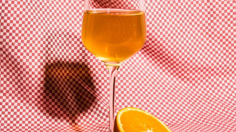 Все цвета палитры: каких оттенков бывает вино?