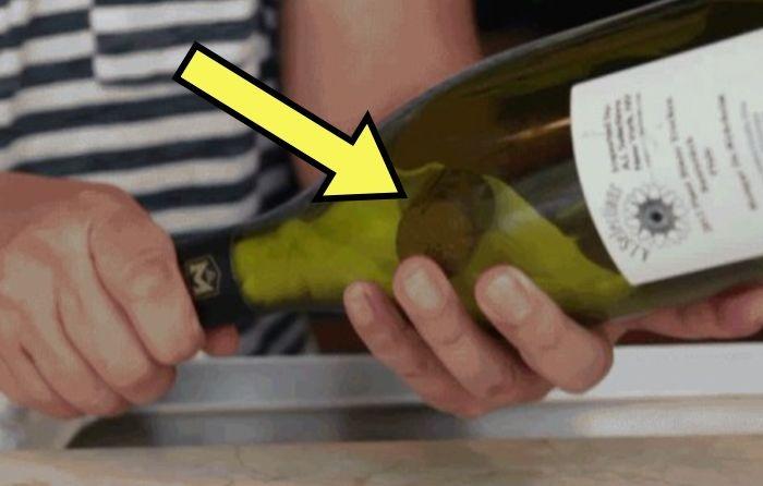 Как быстро достать пробку, которая провалилась в бутылку вина