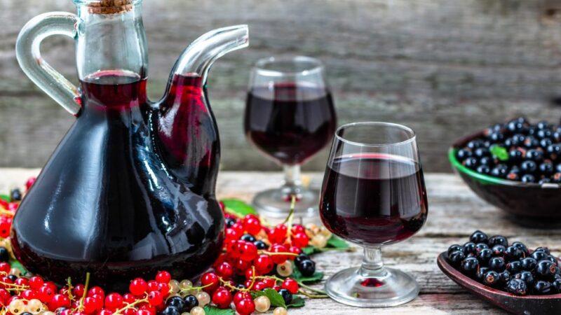 Как сделать вино из красной, чёрной или белой смородины в домашних условиях