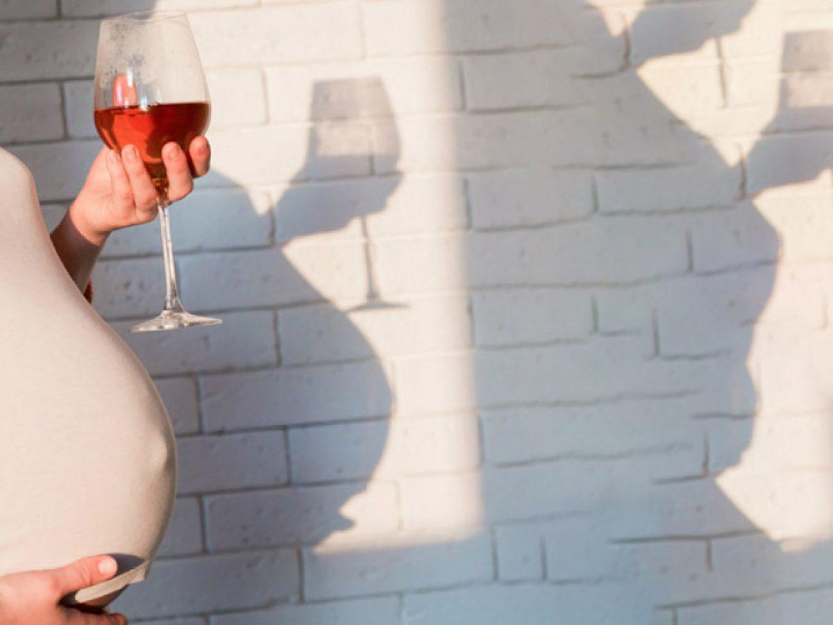 Употребление алкоголя во время беременности может повлиять на вес при рождении и когнитивные функции, исследование подтверждает