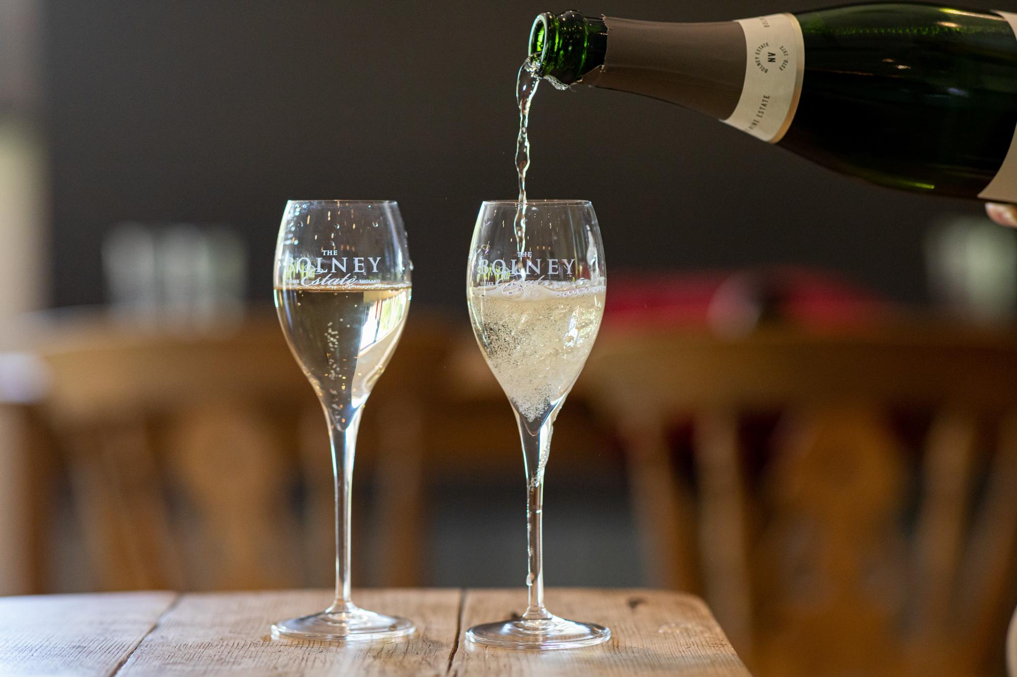 Игристые вина, которые помогут Вам пройти через COVID-19