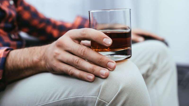 По мнению ВОЗ, употребление алкоголя может повысить риск заражения коронавирусом