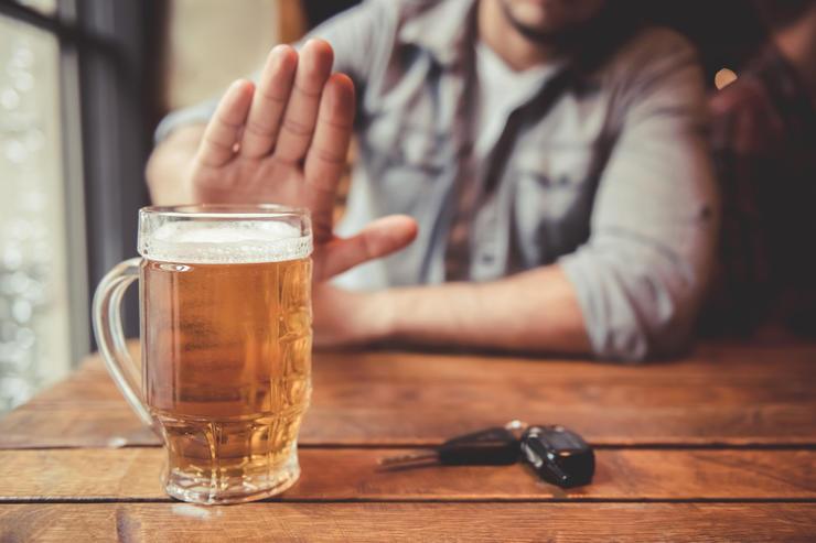 Каждый десятый американец на карантине бросил пить