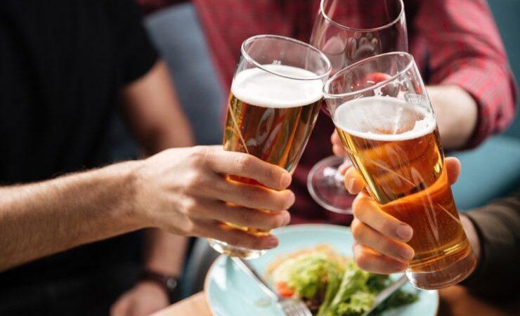 Аналитики IWSR: восстановиться после пандемии пивному рынку помогут женщины и безалкогольное пиво