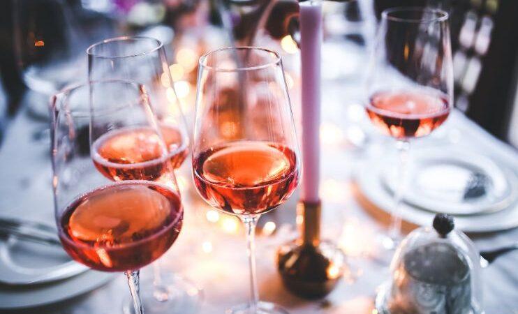 Брэд Питт выпустит розовое шампанское