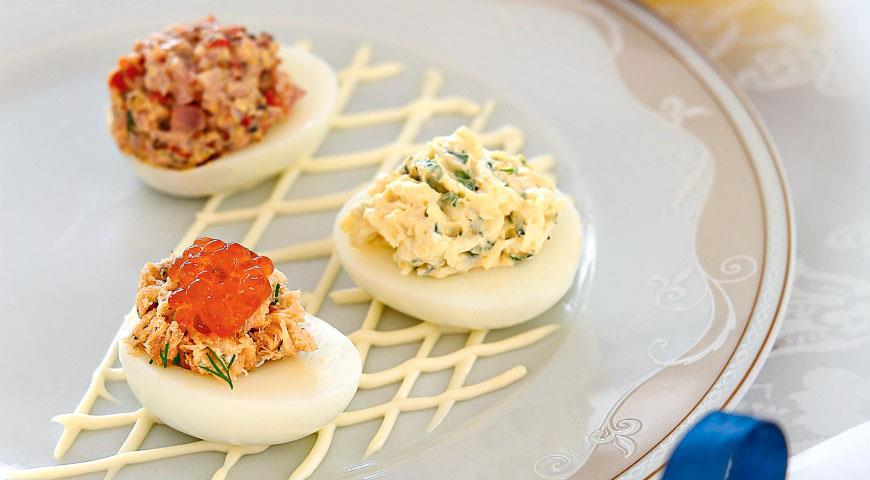 Вкусные фаршированные яйца — отличная закуска к водке