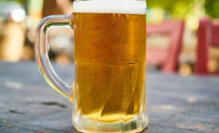Крупнейший производитель пива во Вьетнаме потерял почти 40% прибыли