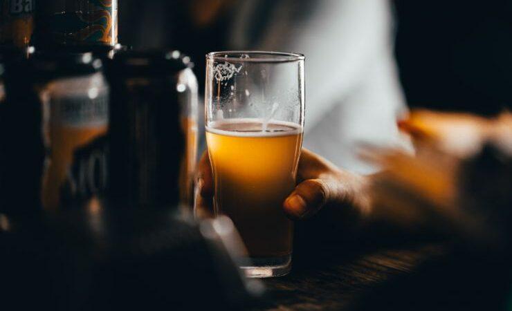 Новые коронавирусные ограничения в Британии приведут к закрытию пабов и пивоварен