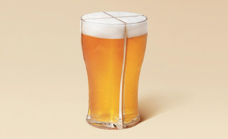 В Австралии разработали пивной бокал для людей с маленькими руками