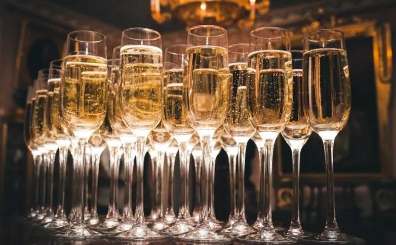 Как выбрать шампанское к новогоднему столу?